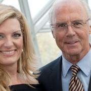 Sabine Stamm Moderatorin Preisverleihung für Landesregierung NRW mit Franz Beckenbauer